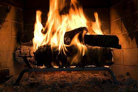 cheminée au feu ouvert
