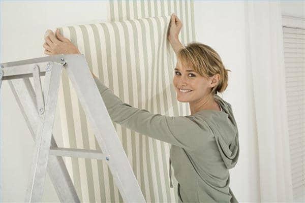La pose du papier peint astuces et bricolage - Installer du papier peint ...
